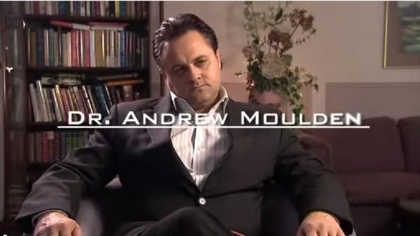 Dr-Moulden-dans-son-bureau